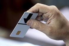 A man casts his vote for the European Parliament and Belgium's general elections in Deurne near Antwerp May 25, 2014. REUTERS/Francois Lenoir