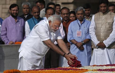 Modi at Rajghat