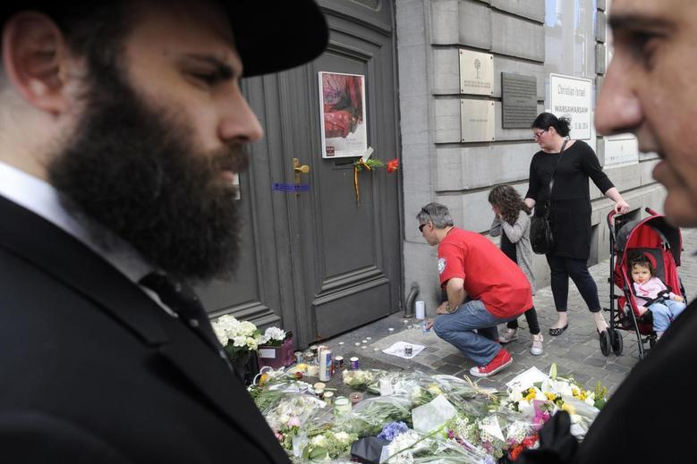 Passers-by puts down flowers at the entrance of the Jewish Museum, site of a shooting in central Brussels May 25, 2014. REUTERS/Eric Vidal