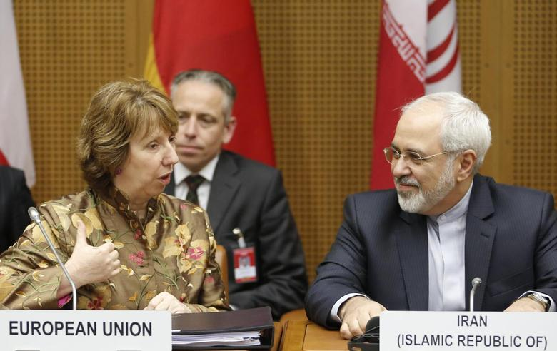 European Union foreign policy chief Catherine Ashton (L) and Iranian Foreign Minister Mohammad Javad Zarif wait for the start of talks in Vienna May 14, 2014. . REUTERS/Leonhard Foeger