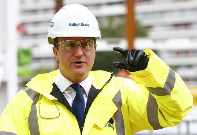 Britain's Prime Minister David Cameron points during a visit to a construction site in central London, May 27, 2014.  REUTERS/Andrew Winning