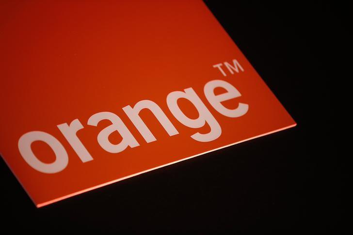 The logo of French telecom operator Orange is seen during the company's 2013 annual results presentation in Paris March 6, 2014.   REUTERS/Jacky Naegelen