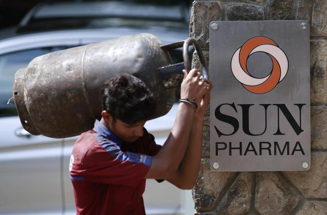 A man carrying a gas cylinder walks out of the research and development centre of Sun Pharmaceutical Industries Ltd in Mumbai May 29, 2014. REUTERS/Danish Siddiqui