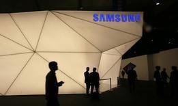 Le sud-coréen Samsung veut renforcer ses positions sur le marché de la technologie portable avec le lancement du Simband, un bracelet connecté capable de donner en temps réel des éléments de mesure, notamment en matière de santé et de forme physique. /Photo d'archives/REUTERS/Gustau Nacarino