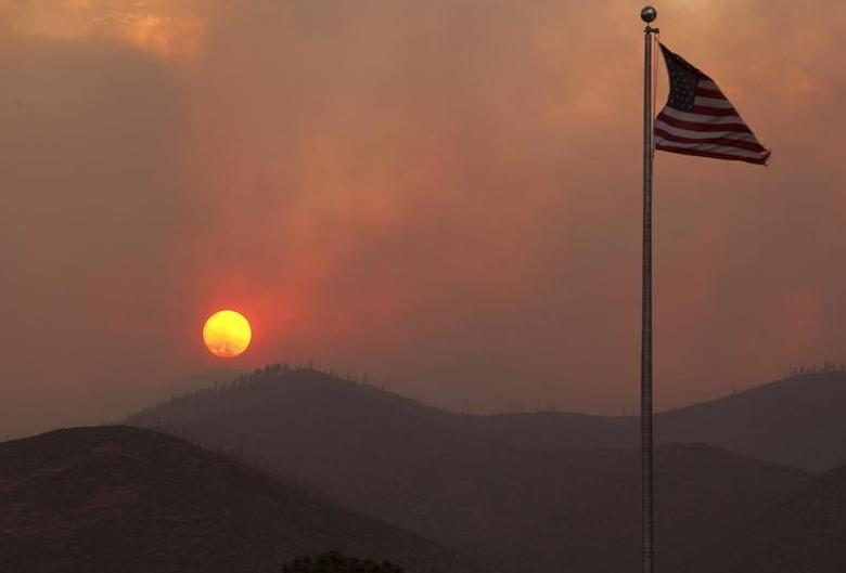 The sun sets as smoke from the Las Conchas wildfire envelopes the hills above at the Los Alamos National Laboratory in Los Alamos, New Mexico, June 29, 2011.  REUTERS/Eric Draper