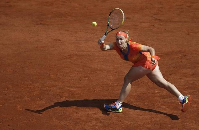Svetlana Kuznetsova of Russia returns a forehand to Petra Kvitova of the Czech Republic during their women's singles match at the French Open tennis tournament at the Roland Garros stadium in Paris May 31, 2014.    REUTERS/Vincent Kessler