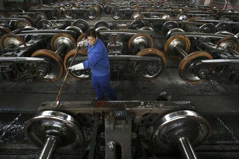 A labourer paints antirust oil on vehicle at a factory in Wuhan, capital of central China's Hubei province January 26, 2007. China's economy grew 10.7 percent in 2006, the fastest rate since 1995, as investment and exports powered ahead despite a raft of government curbs to keep the pace of expansion in check. CHINA OUT REUTERS/Stringer (CHINA) - RTR1LMUF