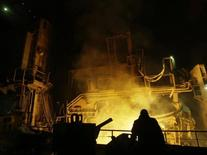 The inside view of Novokuznetsk Iron and Steel Works is seen in Novokuznetsk December 18, 2008. The factory, which employs 8,000 people, has put many of its employees on a reduced working week and cut salaries by one-third as it tackles the effects of the financial crisis. Picture taken December 18, 2008. To match feature RUSSIA-CRISIS/STEEL   REUTERS/Denis Sinyakov  (RUSSIA) - RTR22SJS