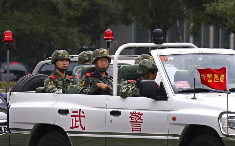 Paramilitary policemen patrol along Chang'an Avenue near Tiananmen Square in Beijing June 4, 2014. REUTERS/Petar Kujundzic