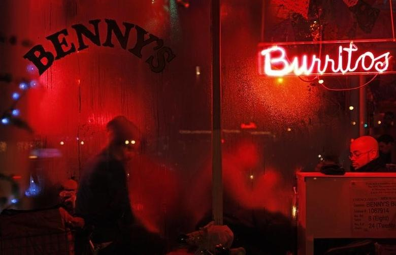 People dine inside a restaurant with condensation on the windows in New York January 2, 2010. REUTERS/Finbarr O'Reilly