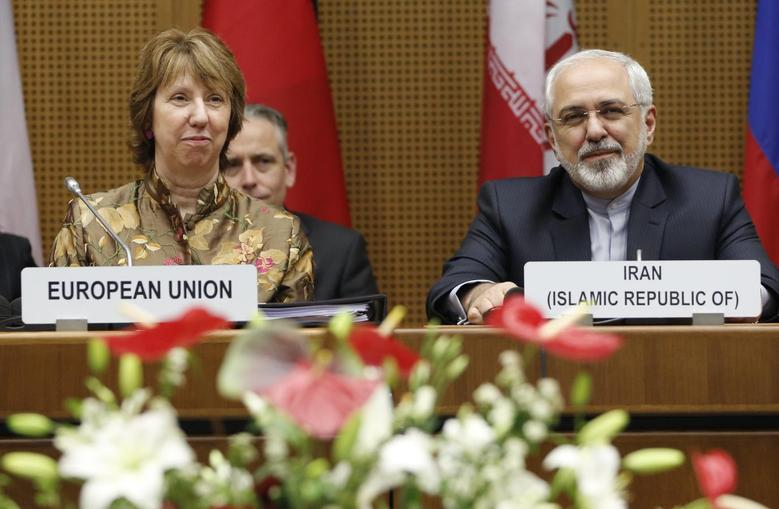 European Union foreign policy chief Catherine Ashton (L) and Iranian Foreign Minister Mohammad Javad Zarif wait for the start of talks in Vienna May 14, 2014.  REUTERS/Leonhard Foeger