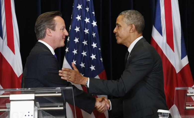 U.S. President Barack Obama and British Prime Minister David Cameron shake hands after holding a news conference at the G7 Summit in Brussels June 5, 2014. REUTERS/Kevin Lamarque  (BELGIUM) - RTR3SD98