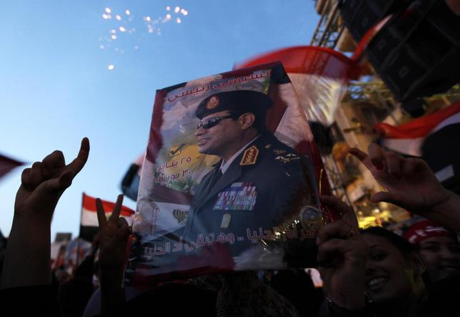 Egyptians gather in Tahrir square to celebrate former Egyptian army chief Abdel Fattah al-Sisi's victory in the presidential vote in Cairo, June 3, 2014. REUTERS/Mohamed Abd El Ghany