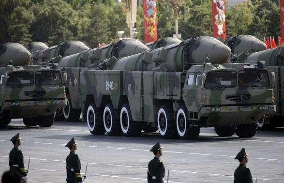 Surface-to-surface missiles are displayed in a parade to celebrate the 60th anniversary of the founding of the People's Republic of China, in Beijing October 1, 2009.   REUTERS/Jason Lee/Files