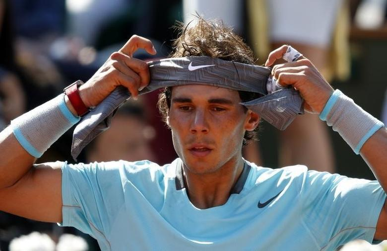 Rafael Nadal of Spain adjusts his head band during his men's semi-final match against Andy Murray of Britain at the French Open tennis tournament at the Roland Garros stadium in Paris June 6, 2014. REUTERS/Vincent Kessler