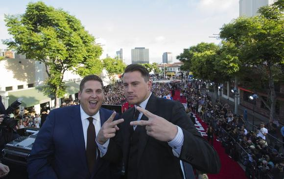 Cast members Jonah Hill (L) and Channing Tatum pose at the premiere of ''22 Jump Street'' in Los Angeles, California June 10, 2014.  REUTERS/Mario Anzuoni