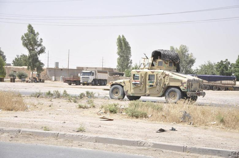 Iraqi security forces leave a military base as Kurdish forces take over control in Kirkuk June 11, 2014. REUTERS/Stringer