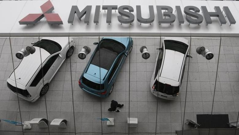 Mitsubishi Motors Corp's vehicles are reflected on an external wall at the company headquarters in Tokyo April 27, 2010.  REUTERS/Issei Kato