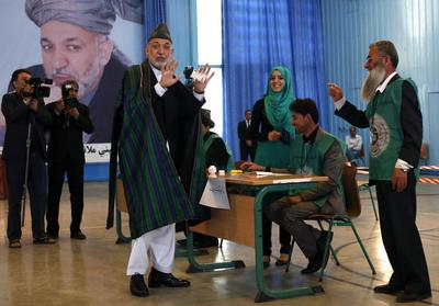 Afghans ignore Taliban threats and vote again in final...