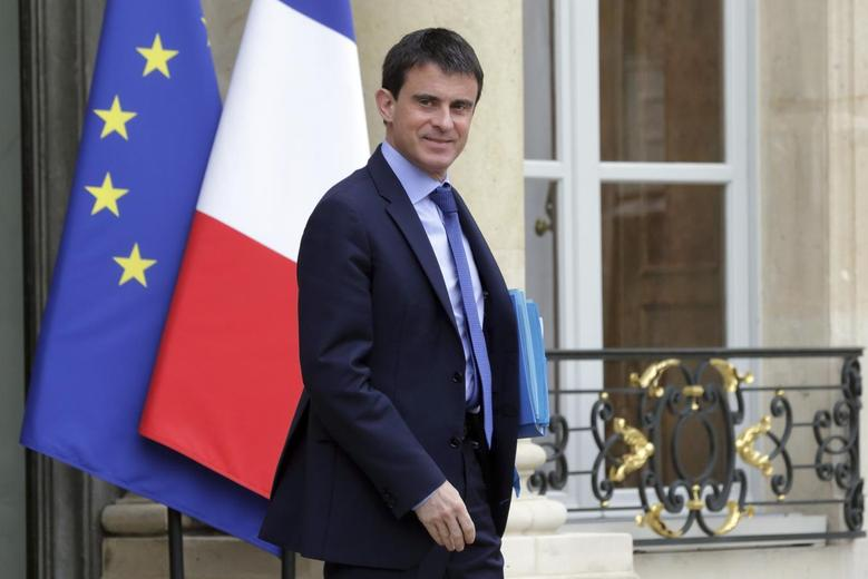 French Prime Minister Manuel Valls leaves a meeting with members of the government at the Elysee Palace in Paris, May 26, 2014. REUTERS/Philippe Wojazer