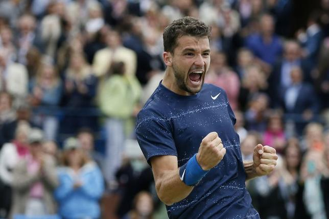 Bulgaria's Grigor Dimitrov celebrates after defeating Spain's Feliciano Lopez in their men's singles final tennis match at the Queen's Club Championships in west London June 15, 2014. REUTERS/Stefan Wermuth