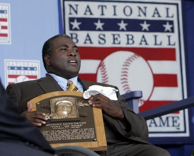 Former San Diego Padre Tony Gwynn holds his Hall of Fame plaque following his induction into the National Baseball Hall of Fame in Cooperstown, New York July 29, 2007.   REUTERS/Brian Snyder