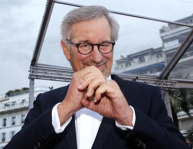 Director Steven Spielberg, Jury President of the 66th Cannes Film Festival, poses on the red carpet as he arrives for the screening of the film ''Inside Llewyn Davis'' in competition during the 66th Cannes Film Festival in Cannes May 19, 2013.                            REUTERS/Jean-Paul Pelissier
