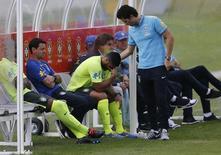 Hulk deixa treino no domingo e vira dúvida no Brasil para jogo com México.  REUTERS/Stringer/Brazil