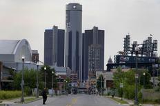 Le titre General Motors figure au rang des valeurs à suivre ce mardi sur les marchés américains, au lendemain de l'annonce par le constructeur américain du rappel de 3,36 millions de voitures supplémentaires. /Photo prise le 10 juin 2014/REUTERS/Rebecca Cook