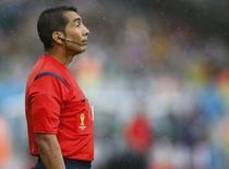 Bandeirinha Humberto Clavijo, da Colômbia, durante partida entre México e Camarões em Natal. 13/06/2014.  REUTERS/Toru Hanai