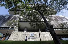 La casa matriz de Petrobras en Río de Janeiro, abr 11 2014. Brasil planea otorgar a Petrobras derechos adicionales de producción en cuatro yacimientos que cuentan con un estimado de entre 10.000 millones a 14.000 millones de barriles de crudo, ampliando los privilegios existentes de la petrolera en campos mar adentro ubicados mayormente en su costa sureste. REUTERS/Ricardo Moraes