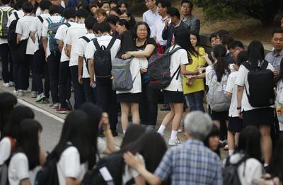 South Korean ferry survivors return to school, vow not...