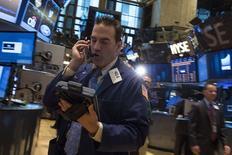 Wall Street a ouvert mercredi dans l'indécision après des indicateurs mitigés. Le Dow Jones prenait 0,22%, à 1.6854,99 points 25 minutes après l'ouverture. Le Standard & Poor's 500 gagnait 0,2%, tout comme le Nasdaq. /Photo prise le 24 juin 2014/REUTERS/Brendan McDermid