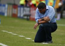 Técnico de Honduras, Luis Fernando Suárez, durante partida contra a Suíça na Arena Amazônia, em Manaus. 25/6/2014 REUTERS/Michael Dalder