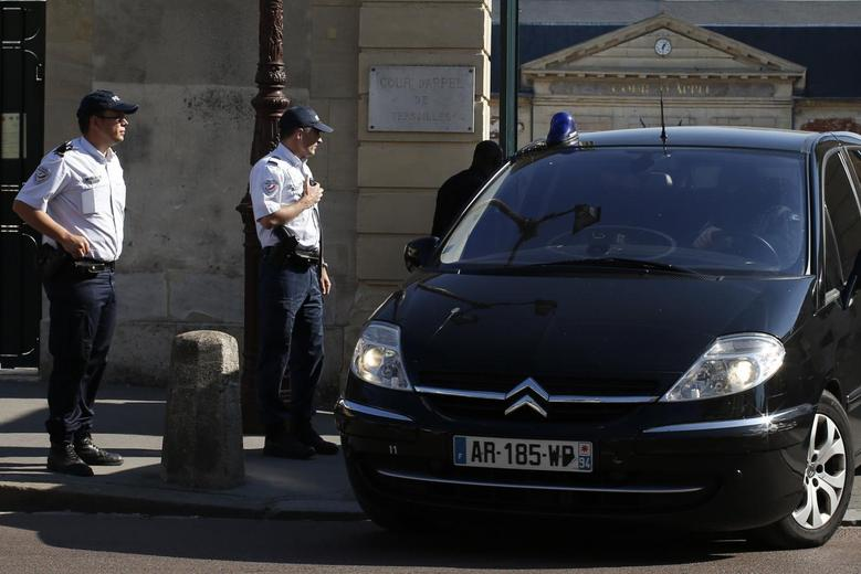 Police officers stand near vehicles thought to be transporting Mehdi Nemmouche, 29, the French national who is suspected of the shooting attack in the Brussels Jewish Museum last month that left four people dead, as he leaves after an extradition hearing at the Appeal Court of Versailles, near Paris, June 26, 2014. REUTERS/Benoit Tessier