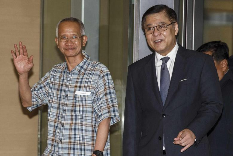 Veera Somkwamkid (L), a Thai ultra-nationalist jailed for eight years for espionage and trespassing and accompanied by Acting Thai Foreign Minister Sihasak Phuangketkeow arrives at Bangkok's Suvarnabhumi International Airport July 2, 2014.  REUTERS/Athit Perawongmetha