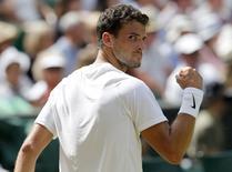 Grigor Dimitrov, da Bulgária, comemora ponto durante partida contra Andy Murray pelo torneio de Wimbledon, em Londres. 2/7/2014 REUTERS/Suzanne Plunkett