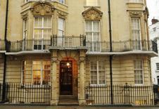 Штаб-квартира Полюс Золота в Лондоне 29 января 2012 года. Крупнейший в РФ производителя золота Полюс Золото решился застраховаться от волатильности цен на рынкеи запустил программу хеджирования, сообщила компания в четверг. REUTERS/Luke MacGregor