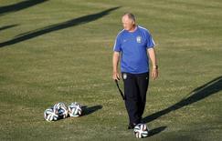 Técnico da seleção brasileira, Luiz Felipe Scolari, durante treinamento em Fortaleza. 3/7/2014 REUTERS/Leonhard Foeger