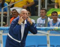 Técnico da seleção brasileira, Luiz Felipe Scolari, durante jogo com a Colômbia em Fortaleza. 04/07/2014.  REUTERS/Yves Herman