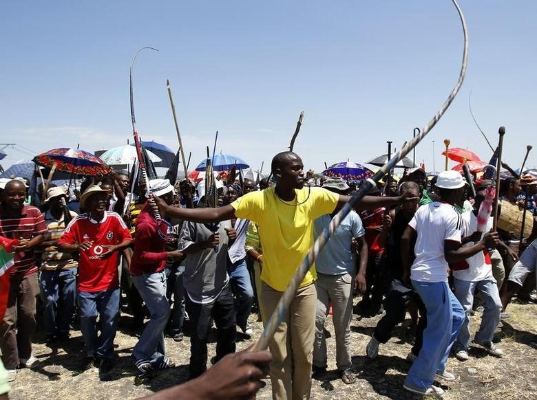 Miners on strike chant slogans as they wait for suspended ANC Youth League President Julius Malema to address them outside the Impala platinum mine in Rustenburg, 120 km (75 miles) northwest of Johannesburg February 28, 2012.  REUTERS/Siphiwe Sibeko