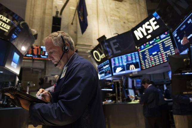 Traders work on the floor of the New York Stock Exchange July 8, 2014.      REUTERS/Brendan McDermid