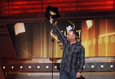 Musician Garth Brooks waves while on stage at the 49th Annual Academy of Country Music Awards in Las Vegas, Nevada April 6, 2014.  REUTERS/Robert Galbraith
