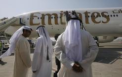 Boeing a finalisé un contrat avec Emirates en vue de la livraison de 150 futurs 777X, version améliorée du long-courrier vedette 777 de l'avionneur américain, dont la production devrait débuter en 2017 avec pour objectif une entrée en service en 2020. /Photo d'archvies/REUTERS/Ahmed Jadallah