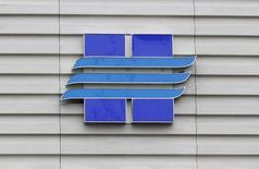 Логотип Новатэка на офисе продаж компании в Москве 16 сентября 2012 года. Крупнейший в РФ частный производитель газа Новатэк увеличил производство газа во втором квартале 2014 года до 15,59 миллиарда кубометров с 15,19 миллиарда кубометров во втором квартале 2013 года, сообщила компания. REUTERS/Maxim Shemetov