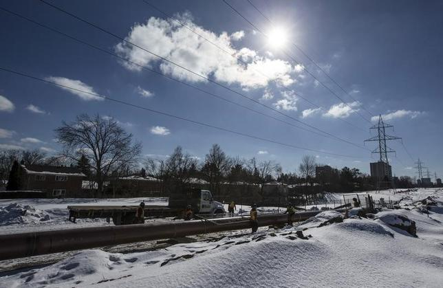 The ''Line 9'' Enbridge oil pipeline is worked on in East Don Parkland in Toronto, March 6, 2014.    REUTERS/Mark Blinch