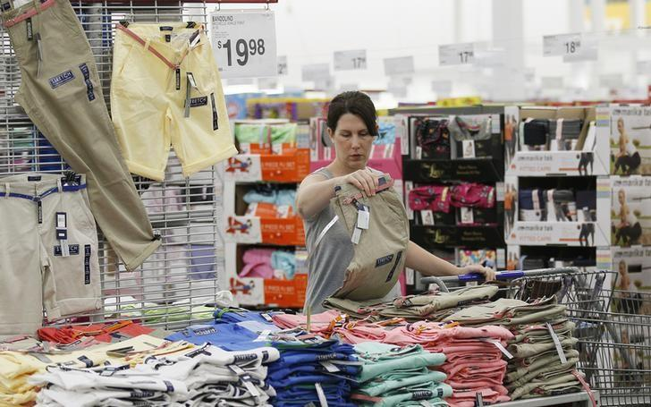 A customer looks over the selection of clothes at a Sam's Club during a media tour in Bentonville, Arkansas June 5, 2014.     REUTERS/Rick Wilking