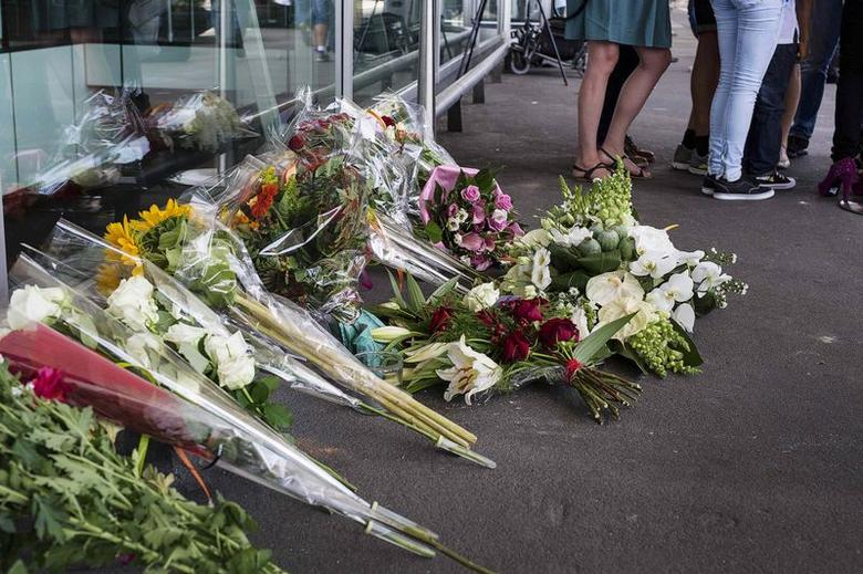 Flowers are placed outside the departure hall, in the wake of the downed Malaysian Airlines Boeing 777, at Schiphol Airport July 18, 2014.  REUTERS/Michael Kooren