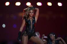Beyoncé se apresenta no Super Bowl em Nova Orleans, Louisiana. 3/2/ 2013.  REUTERS/Jeff Haynes