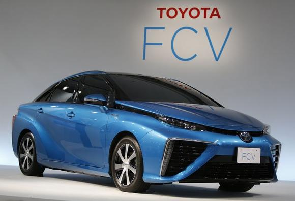 Toyota Motor Corp's prototype fuel cell vehicle (FCV) sedan car, which has the same body design as the one will launch in 2015, is unveiled during a news conference at the company's showroom in Tokyo June 25, 2014. REUTERS/Yuya Shino/Files